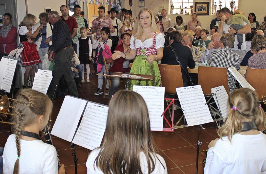 Das  Vororchester des Musikvereins Got...ura Wasilewski unterhielt die Gäste.    | Foto: Mario Schöneberg