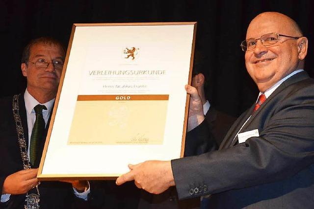 Alois Franke erhält den Verdienstorden in Gold