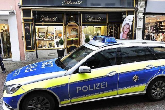 Raubüberfall in Freiburg: Täter weiter auf der Flucht, neue Hinweise zu verdächtigem Fahrzeug