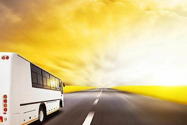 Spruchbänder an Autobahn werben für