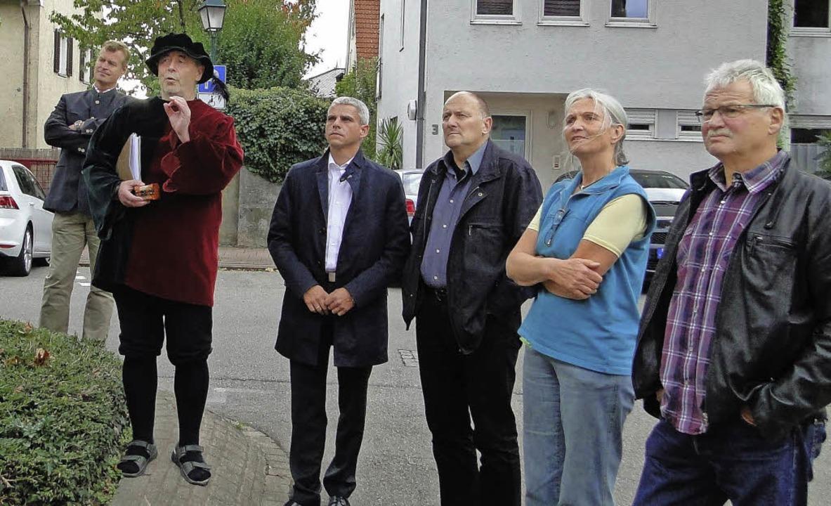Bei einer Stadtführung mit Eberhard Ko...dtverbands über Breisachs Geschichte.   | Foto: Elisabeth Saller
