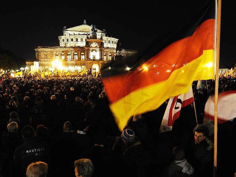 Pegida – krudes Gedankengut vor historischer Kulisse.  | Foto: AFP