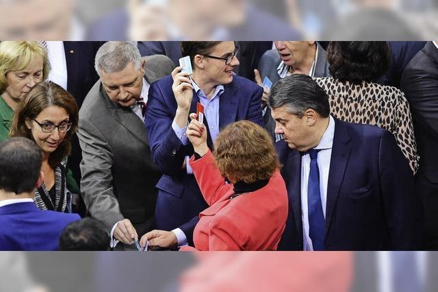 Debatte um Asylgesetze im Bundestag