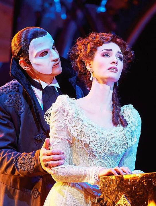 Das Phantom (Gardar Thor Cortes) und s... Liebe Christine (Rachel Anne Moore).    Foto: dpa