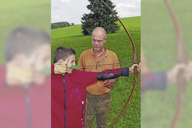 Meister mit Pfeil und Bogen