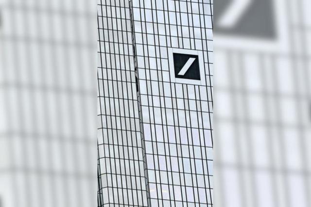 Cryan krempelt Deutsche Bank um