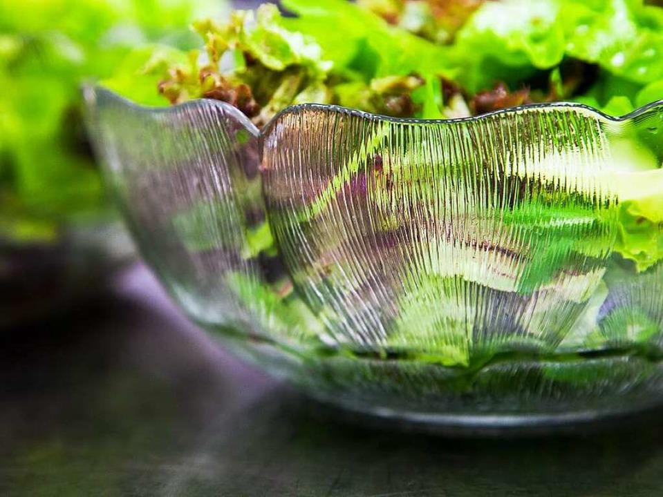 Salat enthält kaum Kalorien, in den fr...er jede Menge gesunde Pflanzenstoffe.   | Foto: MICHAEL WISSING