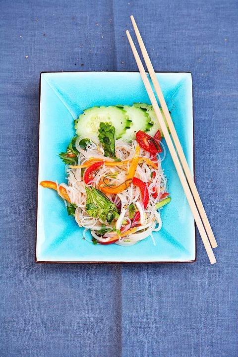 Salatvariante mit Glasnudeln  | Foto: Michael Wissing BFF