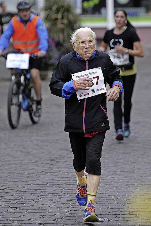Walter Billharz aus  der Altersklasse ... auf wesentlich jüngere Konkurrenten.   | Foto:  Pressebüro Schaller