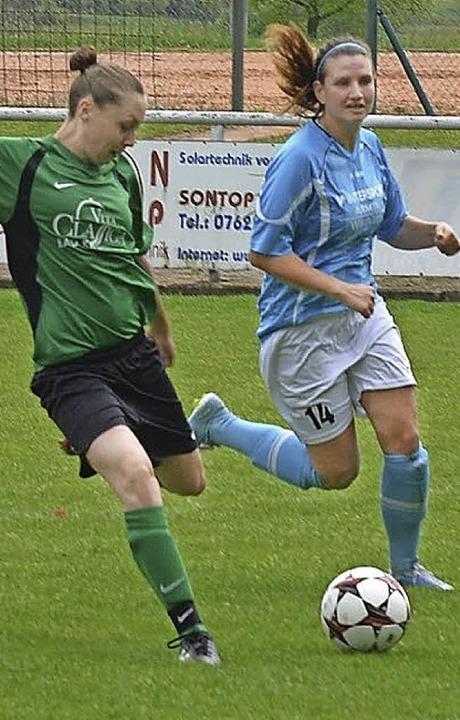 Laura Tholen (links, FCH) erzielte drei Tore.   | Foto: Rogowski