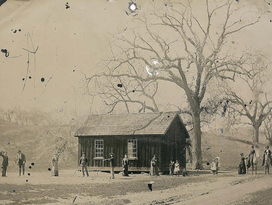 Die  Fotografie zeigt Billy the Kid (rechts ein Auszug) beim Krocketspiel.  | Foto: Kagins.com