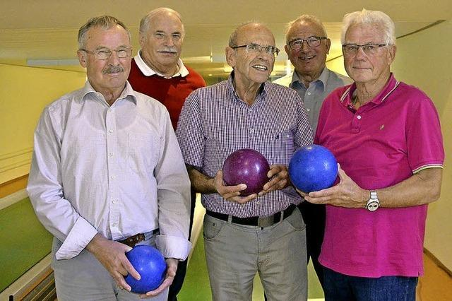 Die sechs Herren vom Kegelclub 65