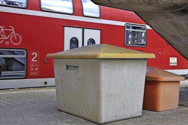 Haben Betrunkene in Freiburg eine Streugutkiste aufs Gleis geschoben?