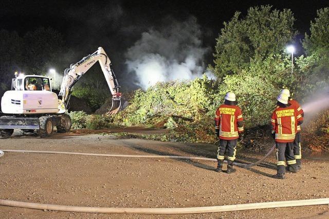 Wieder brennt der Grünschnitt auf dem Bauhofareal