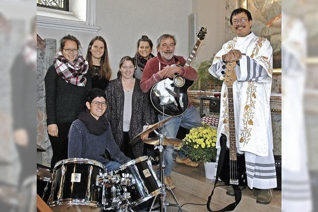 Die Pfarrei feiert Diakon und Band