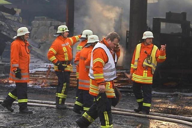 Feuer zerstört Sägewerk in Welschensteinach