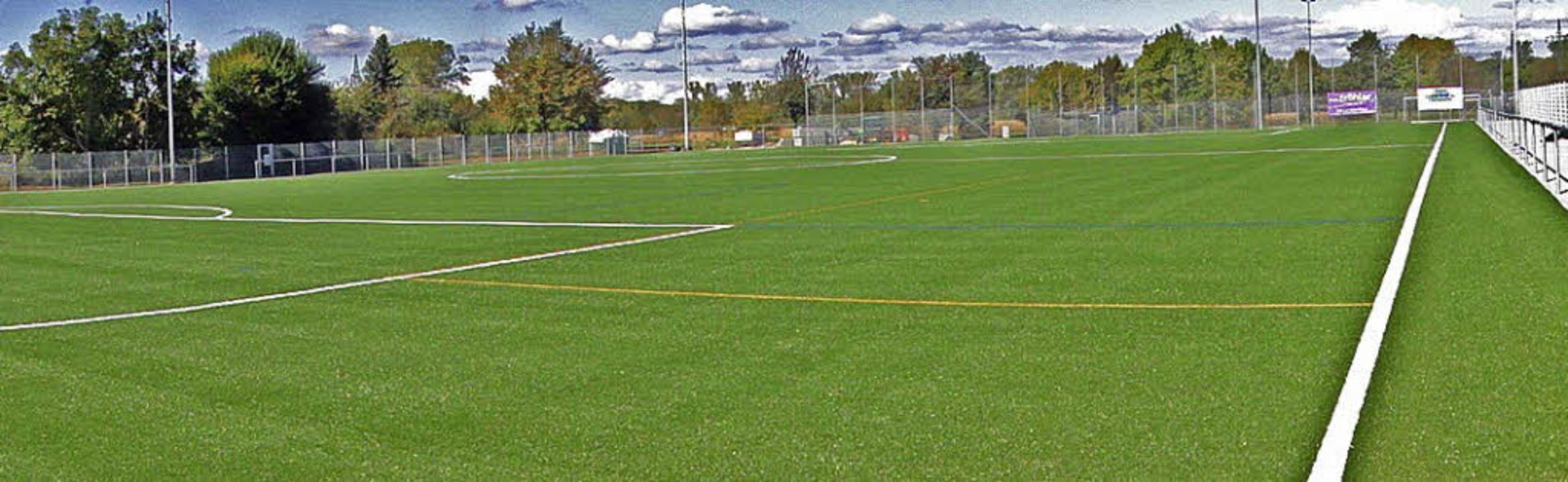 Ein weites Feld: Der neue, wetterfeste...olfenweiler kann nun bespielt werden.   | Foto: FC Wolfenweiler