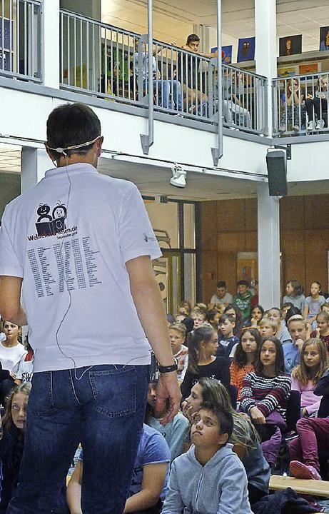 Lesekünstler Stefan Gemmel zu Gast in Müllheim.   | Foto: Mediathek