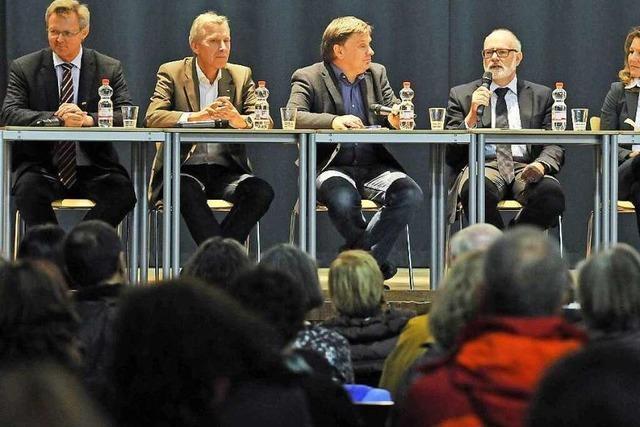 BZ-Podiumsdiskussion: Wie läuft der Alltag für Flüchtlinge in Freiburg?