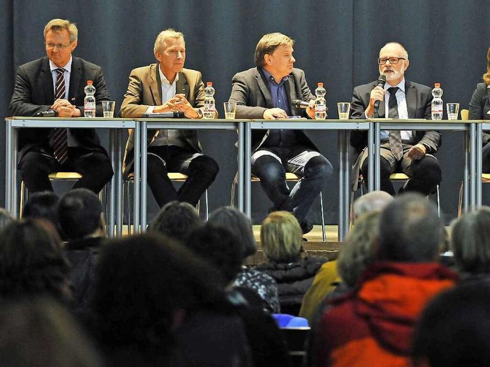 Auf dem Podium (von links): Bürgermeis...zende Zinaida Nabulsi aus Weingarten.   | Foto: Michael BAMBERGER