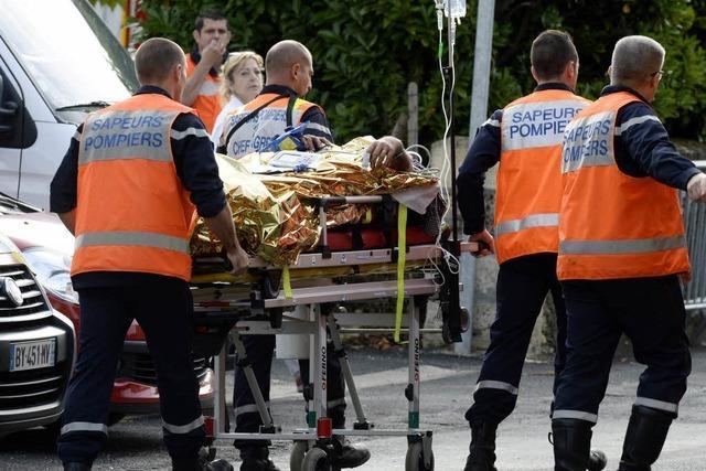 42 Tote bei Zusammenstoß von Bus und Lkw