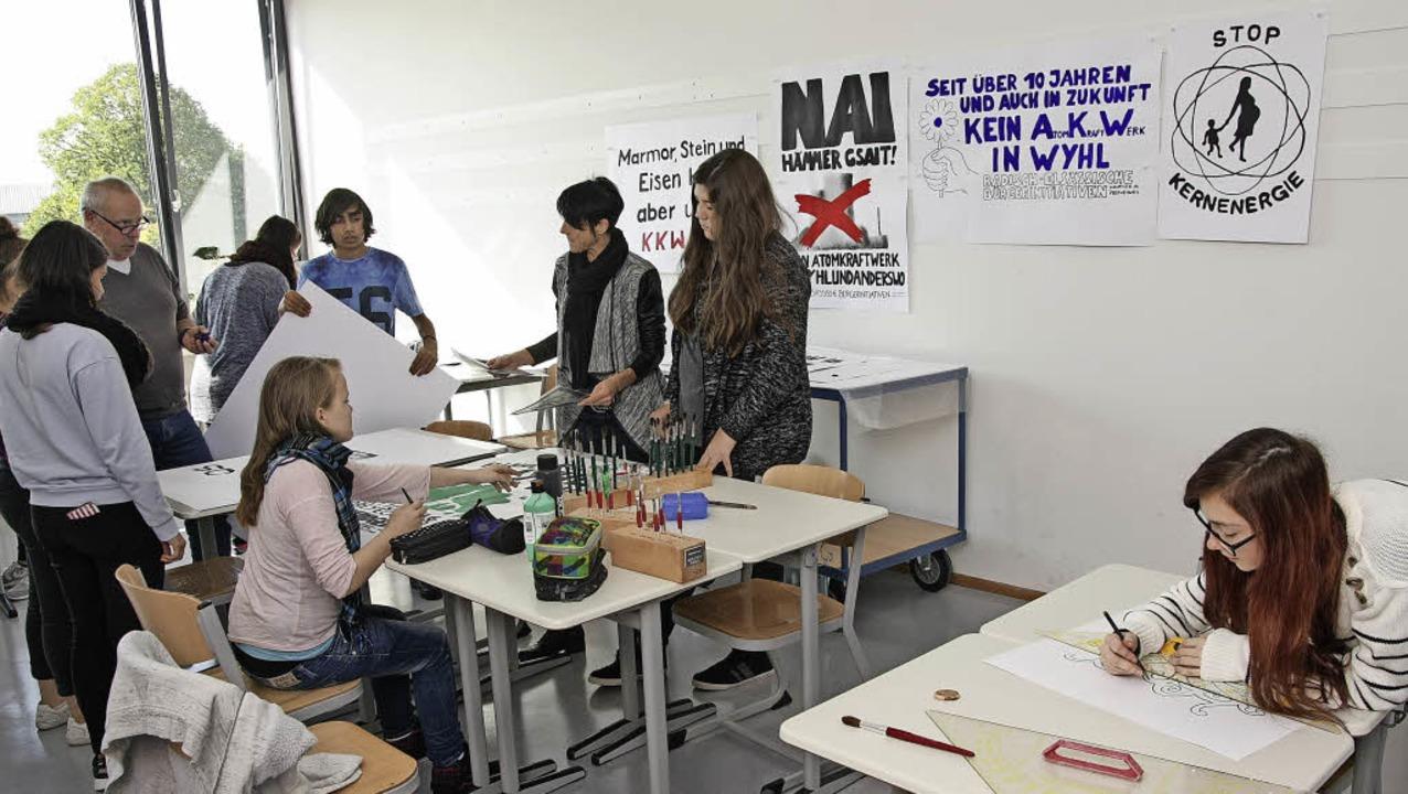 Schülerinnen und Schüler der Werkreals...st in Wyhl geplanten Atomkraftwerks.    | Foto: Martin Wendel