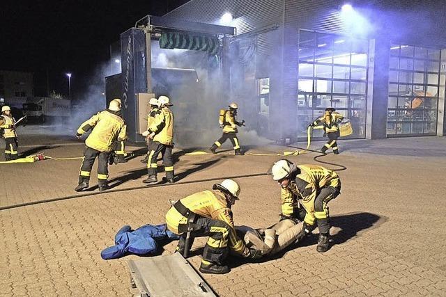 Was tun, wenn's im Autohaus brennt?