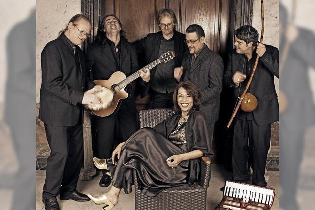 Quintett mit brasilianische Rythmen wie Samba in Lahr auf dem Marktplatz