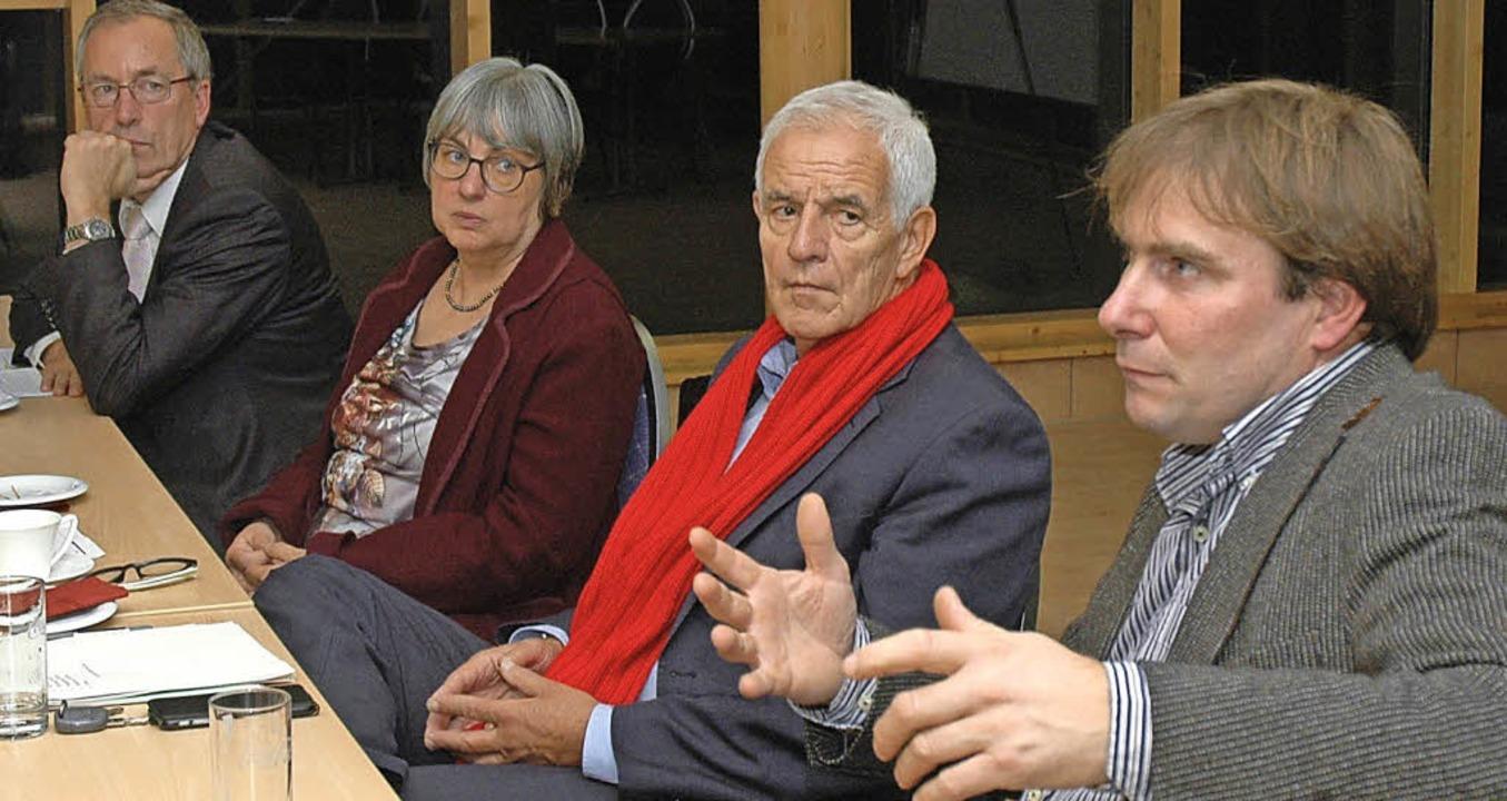 Diskutierten über die Energiewende vor...er Unternehmer Daniel Weiß (von links)  | Foto: OUNAS