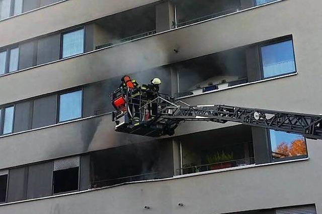 Brand in Hochhaus zerstört eine Wohnung – keine Verletzten