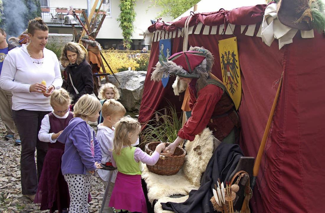 Die Üsenberger Landsknechte zeigten be...in Bahlingen das Leben vor 800 Jahren.  | Foto: Alfred Peter
