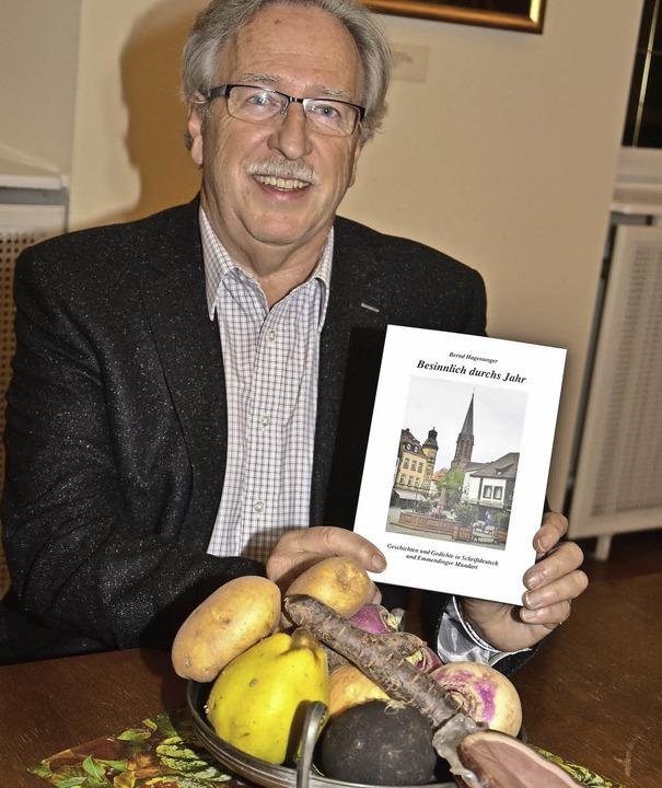 Bernd Hagenunger stellt sein drittes Buch  mit Gedichten vor.  | Foto: Dieter ERggelet