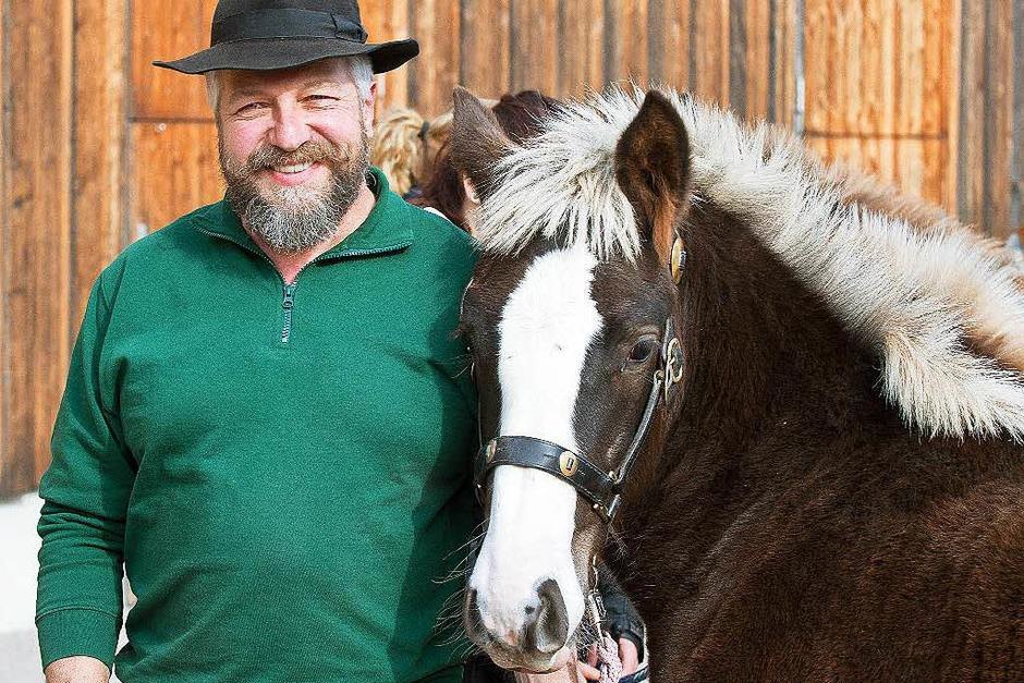 Züchter und Pferd in Eintracht (Foto: Wolfgang Scheu)
