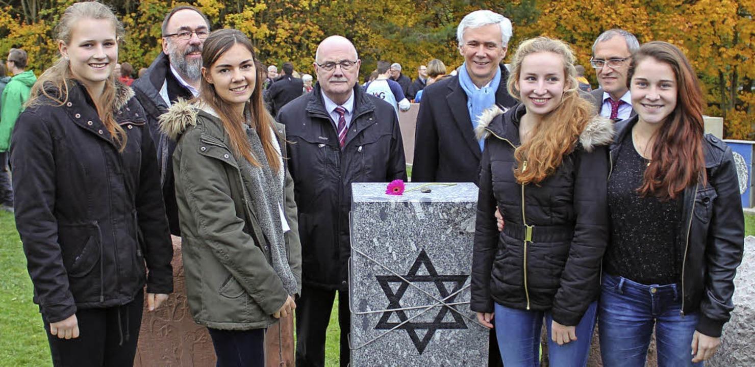 In Neckarzimmern (von links hinten): F...ßle, Leonie Zeller und  Alanis Buspy.   | Foto: privat