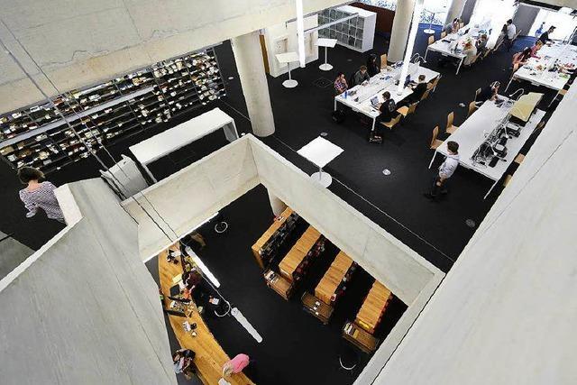 100 Tage neue UB Freiburg: Studierende fordern mehr Plätze