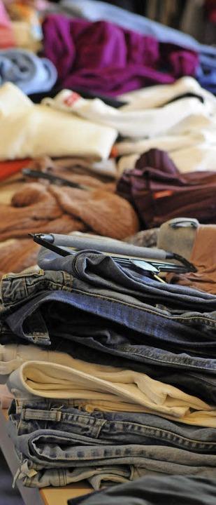 Kleiderkammern sind ein wichtiges Hilf...r noch ist der  persönliche  Kontakt.   | Foto: Bergmann
