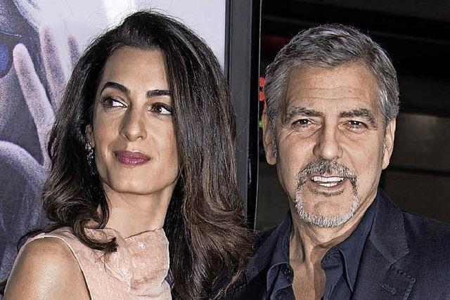 George und Amal Clooney mischen ein kleines Dorf auf