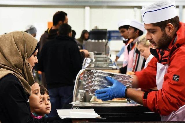 Sollen Flüchtlinge Taschengeld oder Sachleistung bekommen?