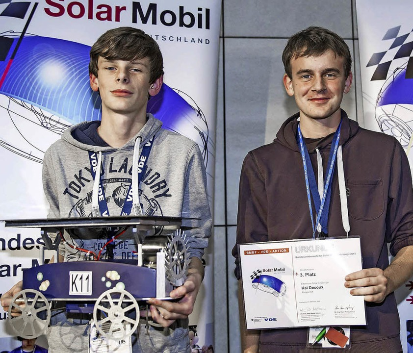 Kreativ im Solarmobilbau und bei  den ...ämiert: Kai (links) und Tobias Decoux.  | Foto: VDE