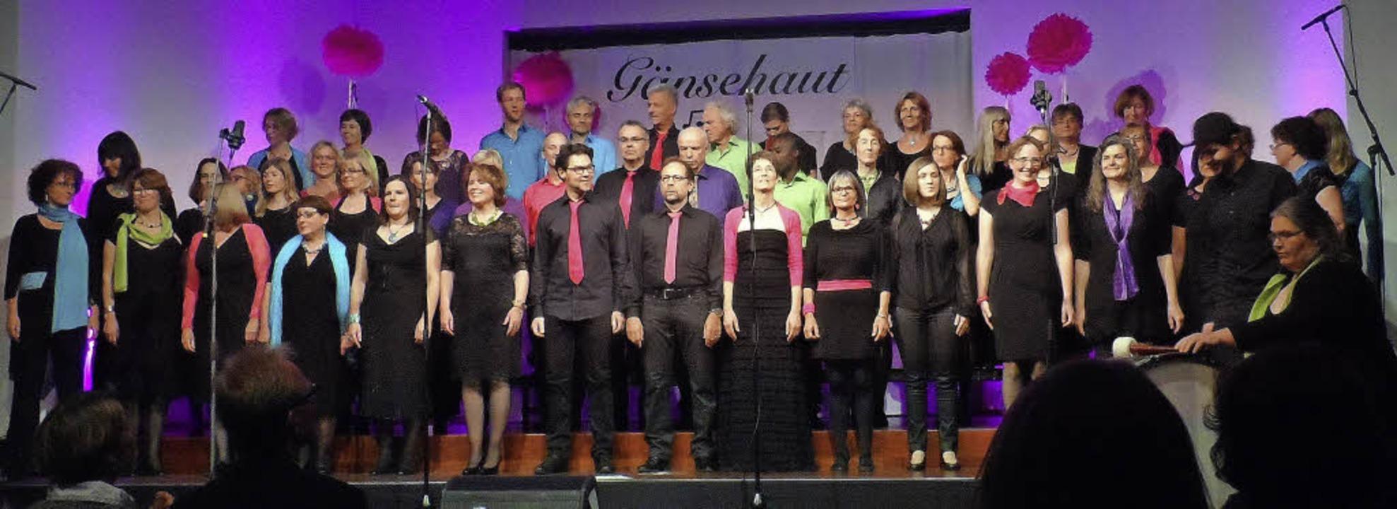 Für Gänsehaut beim Publikum sorgte der Chor Rhythmix im Bürgerhaus von Au.   | Foto: Sofia Conraths