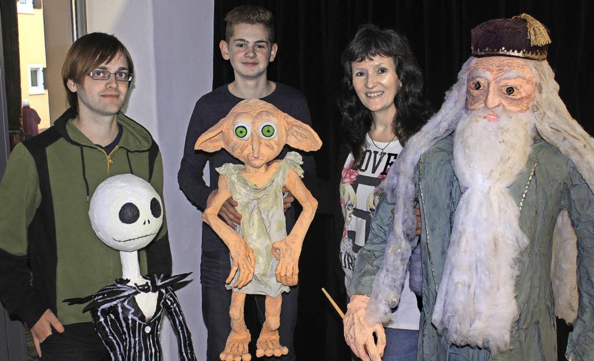 Die Organisatoren und Künstler Simon L...-Thumm (v.l.) sowie Albus Dumbledore.   | Foto: Erik Stahlhacke