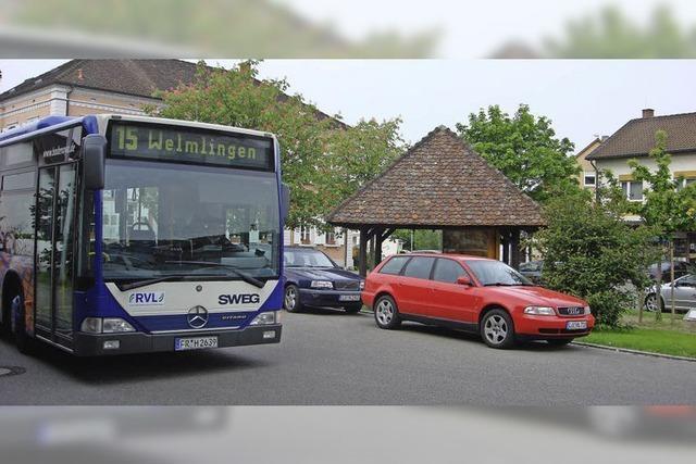 Ein Gemeindebus mit zwei Routen