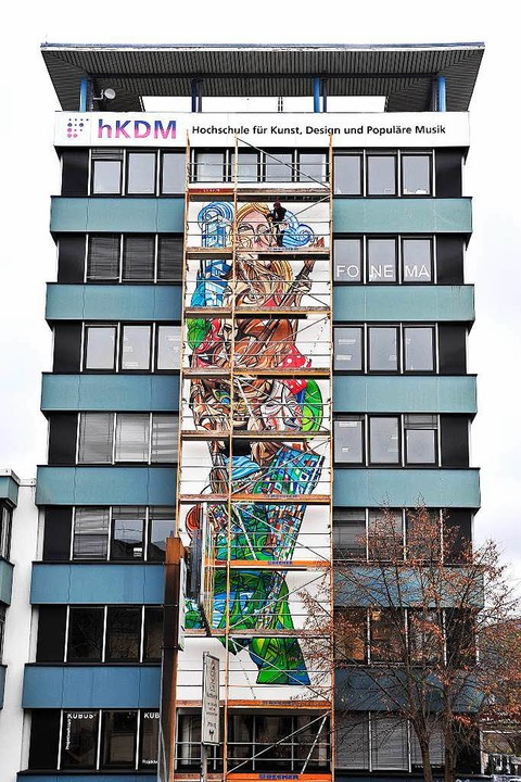 Graffitikünstler Teer (Tom Brane) 2014 am Gebäude der HKDM.  | Foto: Thomas Kunz