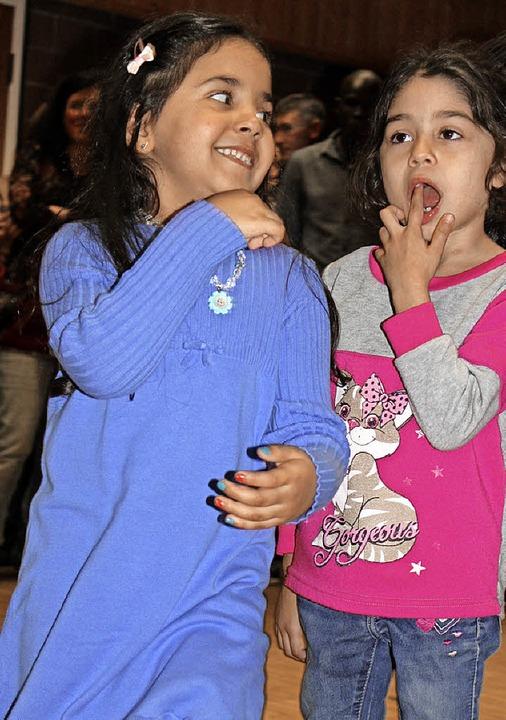 Auch diese zwei Mädchen hatten sichtlich Spaß beim Begegnungsfest.  | Foto: Martha Weishaar
