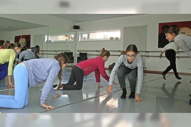 In einem Casting hat die Staufener Ballettschule Darsteller für ihr großes Theaterprojekt gesucht