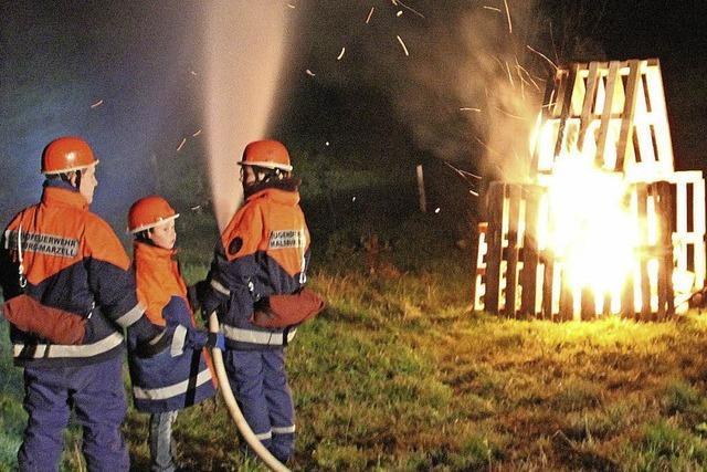 Brennende Holzhütte war rasch gelöscht
