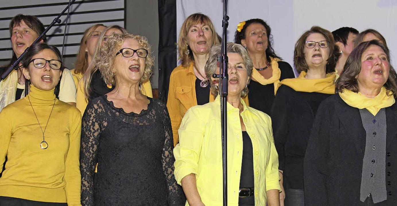 Singen macht glücklich, wissen die Akteure des Rockchors.   | Foto: Gessner