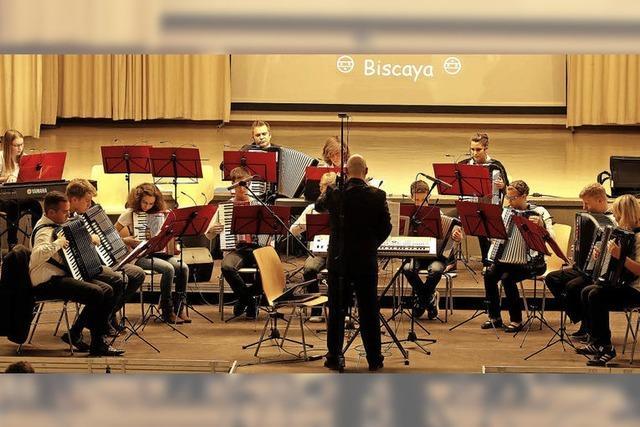 Drei Orchester spielen für 250 begeisterte Zuhörer auf