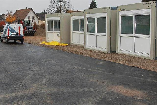 Erste Container für Flüchtlinge stehen in Gundelfingen