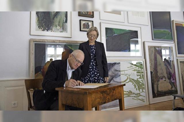 Bernd Völkle vermacht dem Markgräfler Museum zahlreiche Bilder